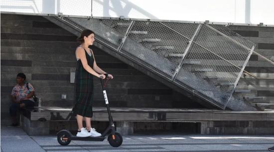 美国共享电动滑板热已退潮纽约却启动共享滑板试点LimeBird在列