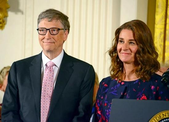 比尔·盖茨首谈离婚差点哭了是自己的错